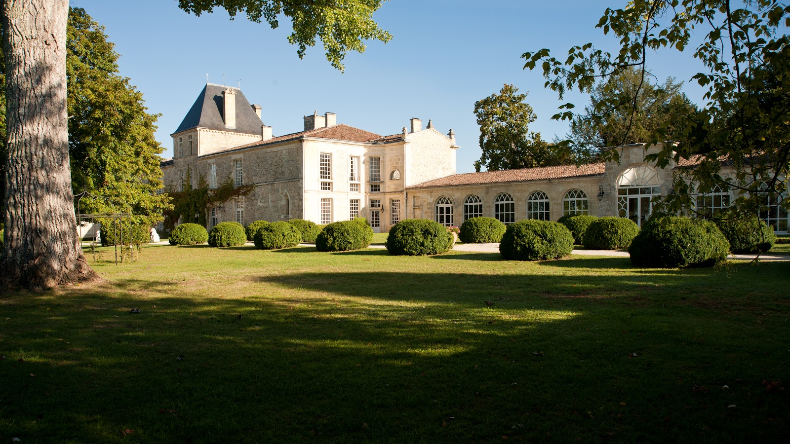 5 more reasons to get married at chateau de la ligne for Chambre chateau